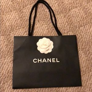 Chanel medium shopping bag